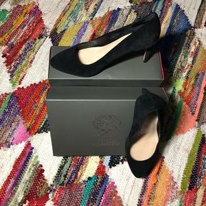 Vince Camuto Black Suede Pointed Toe Pumps Size 8